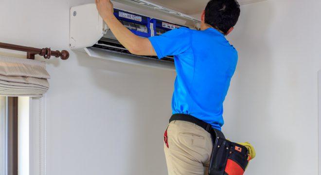猛暑続き…エアコン業者も悲鳴 設置や修理の依頼殺到