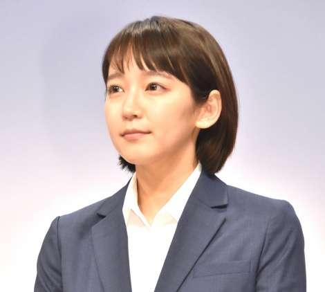 吉岡里帆主演『健康で文化的な最低限度の生活』初回視聴率、関東で7.6% 関西で12.9%