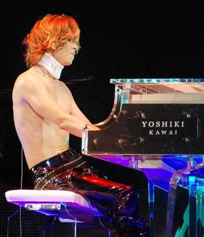 YOSHIKIが愛用ピアノをオークション出品収益金全額を被災地に寄付   ORICON NEWS