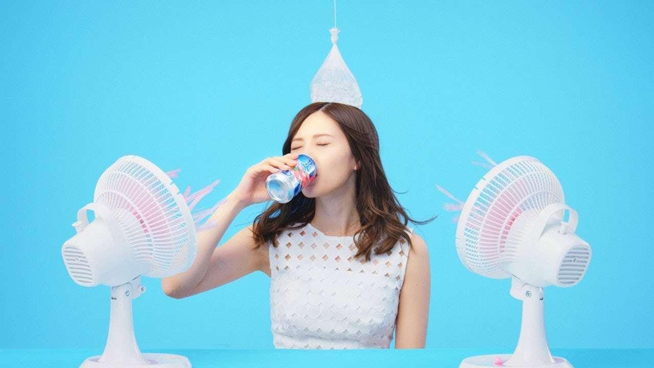 乃木坂46・白石麻衣、氷結6秒CMで様々な飲み方披露 - YouTube