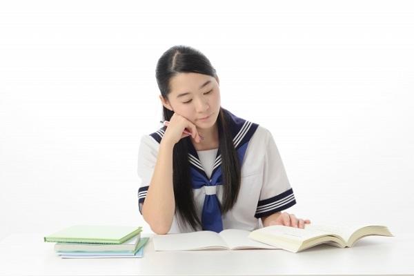 現役東大生が夏休みにしていた受験勉強法 「10時間睡眠で午後から勉強」「一日バランスよく全教科やる」