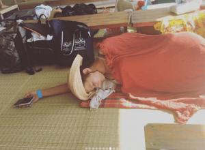 スザンヌ、「夏を満喫しすぎ?」海の家で疲れ果てた寝姿に反響続々(1ページ目) - デイリーニュースオンライン