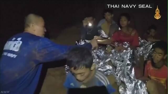 タイ洞窟 少年4人救出 健康に問題なし ほか複数が出口に向かう | NHKニュース