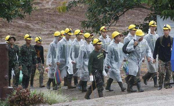 タイ洞窟 少年ら13人「全員救出」 現地報道
