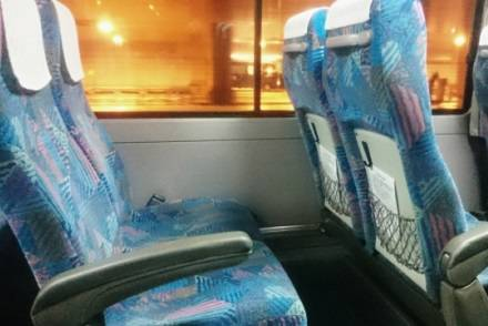 シートを倒すとき、声をかけるのは日本特有のマナー? 外国人に聞いてみた  | 高速バス・夜行バスの旅行・観光メディア [バスとりっぷ]