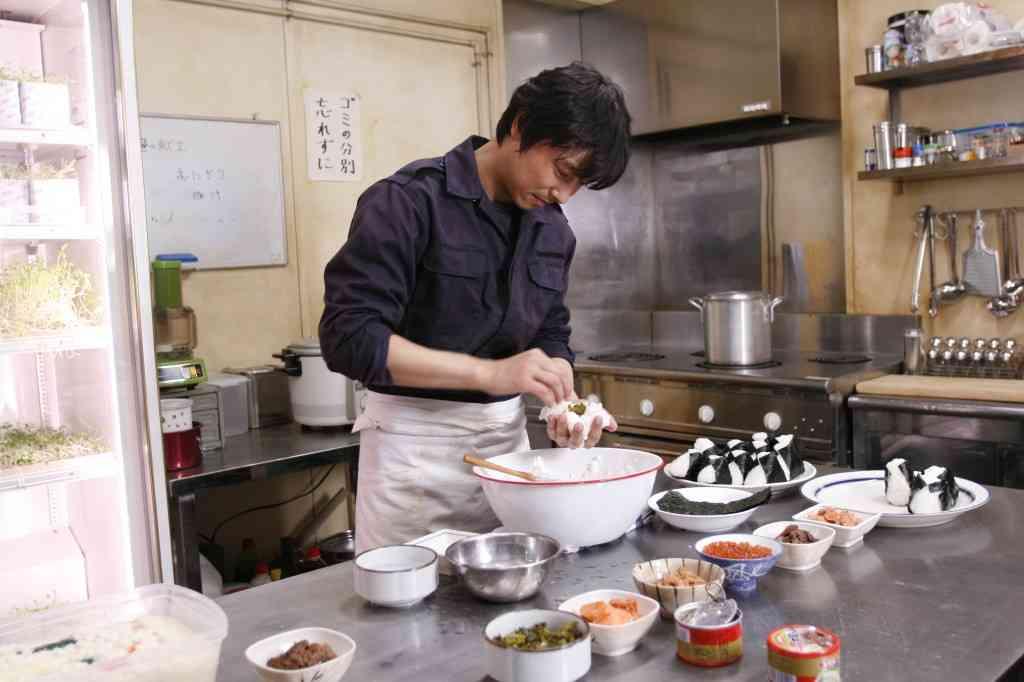 菅野美穂のイクメン夫「堺雅人」の得意料理はバナナ味噌汁