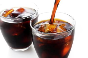 """夏の「カフェイン飲料」は危険? 脱水時に起きやすい""""急性中毒""""の症状と対処法"""