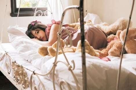 """欅坂46長濱ねる、初の女性ファッション誌単独ソロ表紙 """"赤ちゃんねるちゃん""""で真価を発揮"""