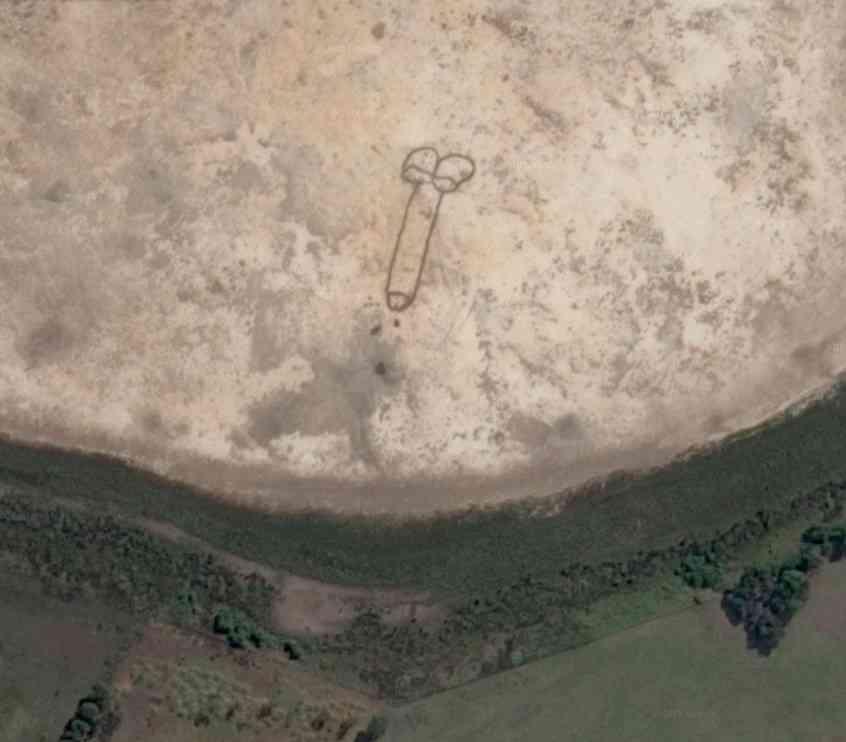 """【下ネタ注意】いったい誰が? オーストラリアで見つかった""""卑猥すぎる""""地上絵"""