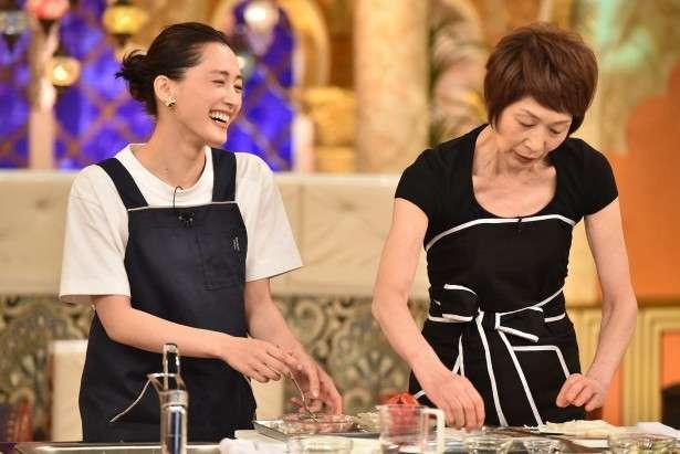綾瀬はるか、料理の腕前披露も「気付いたら出来てた」と天然発言