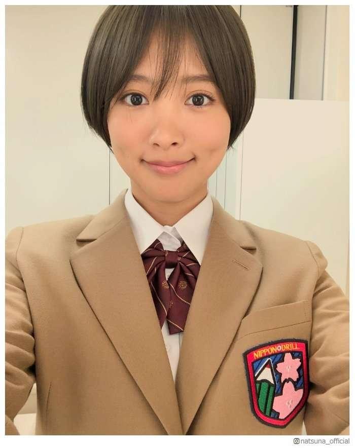 夏菜、制服姿を公開「仕上がりすぎ」「爽やか美女」と話題 - モデルプレス