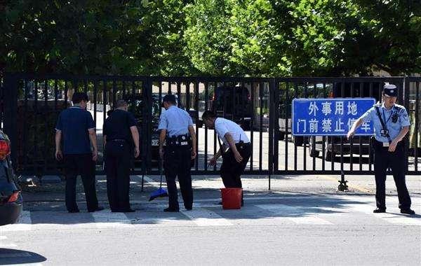 北京の米国大使館前で爆発 陳情者?26歳男が起爆・負傷 焼身自殺未遂の女性も - 産経ニュース