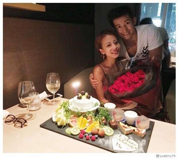 あびる優、誕生日に「いつぶりかわからない夫婦時間」 バラの花束贈られる - モデルプレス