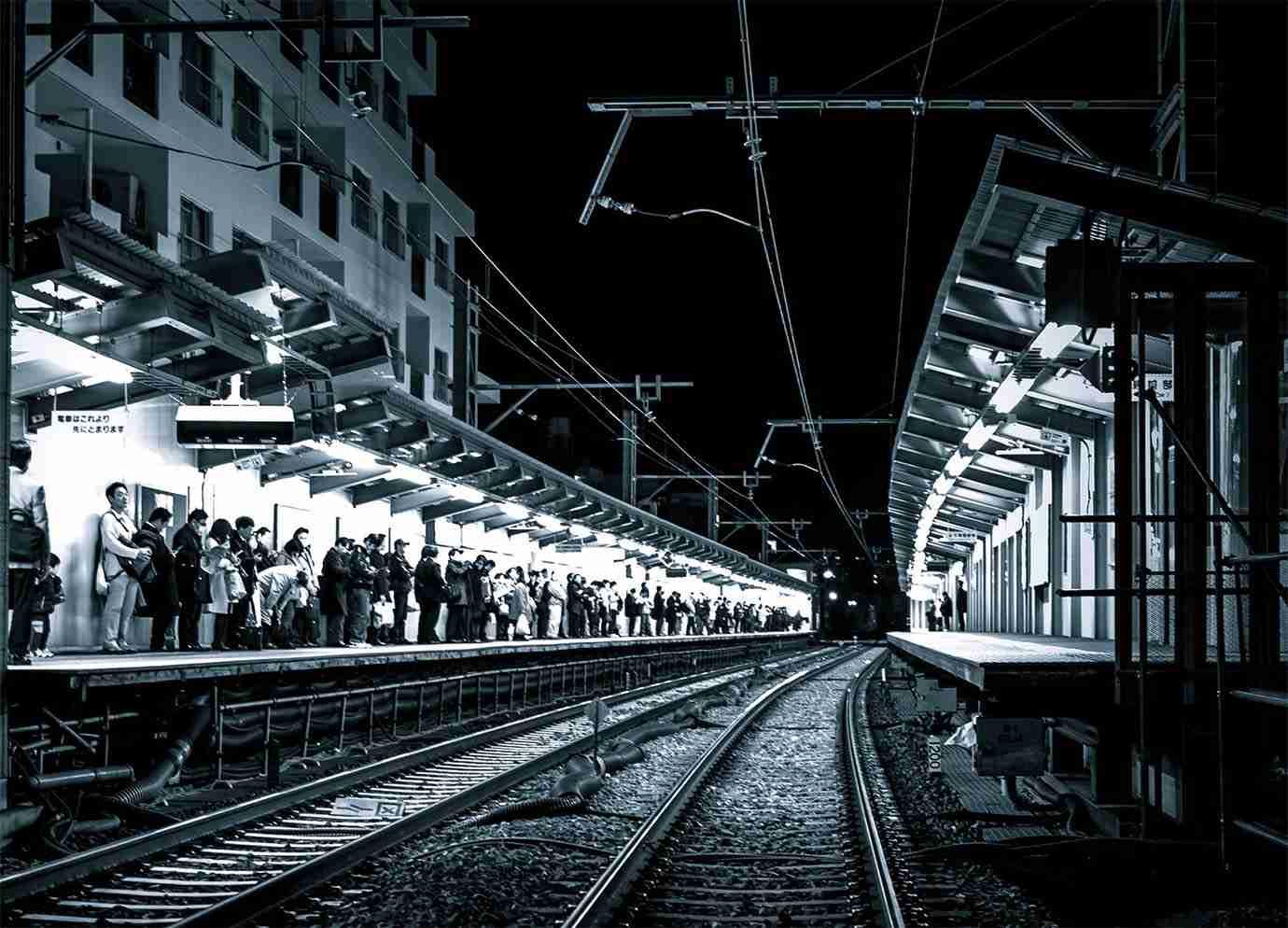 【緊急事態発生】奈良県で女子高生が自殺の様子をインターネット生配信 / ホームから線路に飛び込み | バズプラスニュース Buzz+