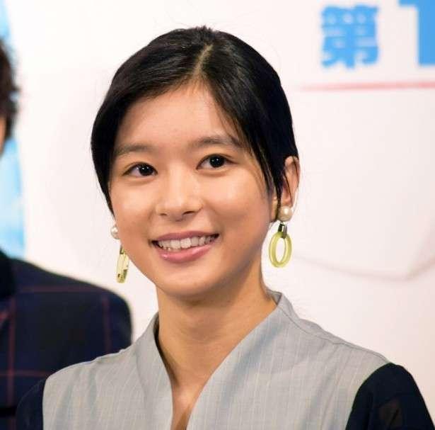 芳根京子、セーラー服姿が似合い過ぎと話題に「現役ですか…?」 (1/2) | テレビ・芸能ニュースならザテレビジョン