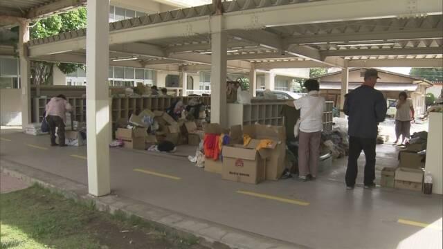 倉敷市が支援物資受け入れを休止「秋冬の衣服も…」   NHKニュース