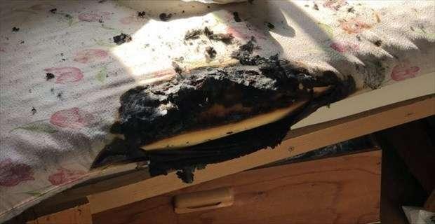 『なんか焦げ臭いと思ったら、布団が燃えてた』 衝撃的な写真とエピソードが話題に   BUZZmag