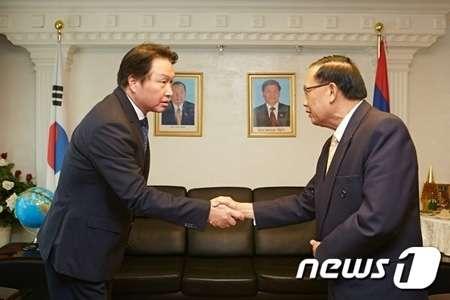 韓国SKグループ会長、ラオス災害収拾に1000万ドルを寄託(WoW!Korea) - Yahoo!ニュース