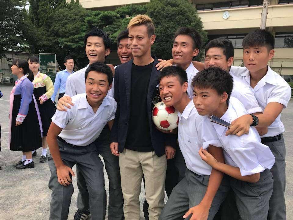 本田圭佑が朝鮮学校をサプライズ訪問 「夢を諦めないこと」を訴える(ハフポスト日本版) - Yahoo!ニュース