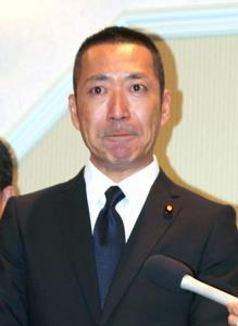 「進次郎狂い」「くたばれよ」中川俊直氏が美人前議員にストーカーメール1日200通