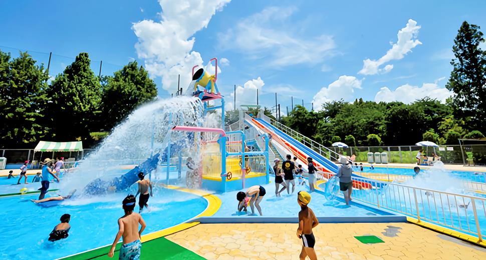 猛暑で危険、プール中止相次ぐ 夏休み中の小学校