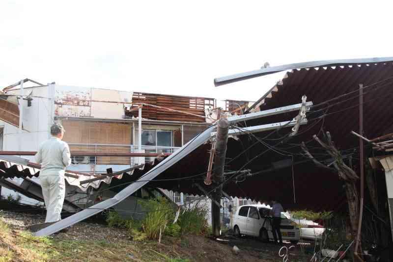 <台風12号>アパートの屋根吹き飛ぶ けが人なし 奈良(毎日新聞) - Yahoo!ニュース