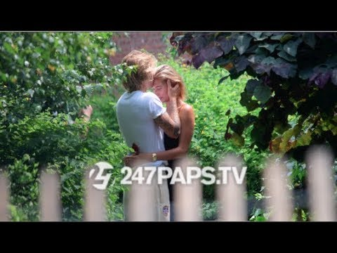 Justin Bieber and Hailey Baldwin Make Out in a Brooklyn Park - YouTube