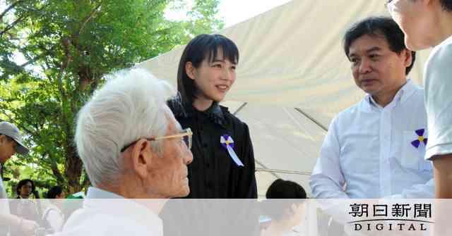 のんさん、原爆慰霊式に参列 「この世界の片隅に」出演:朝日新聞デジタル