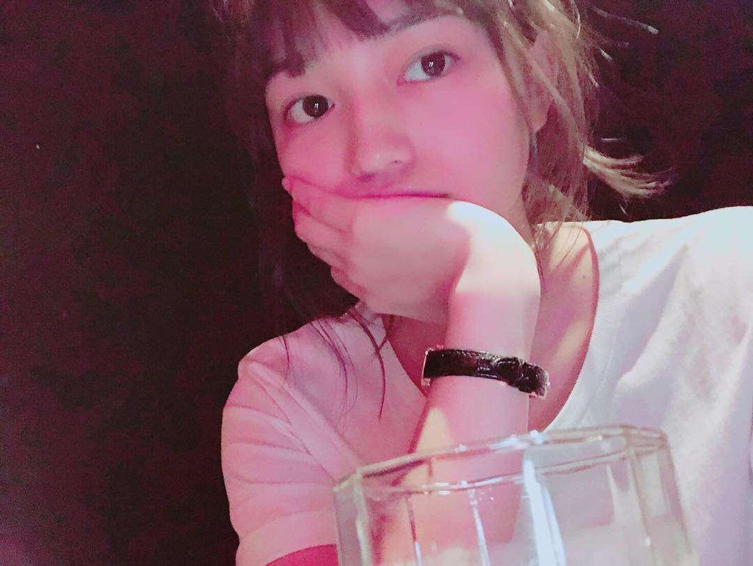 """川口春奈 on Instagram: """"だいぶむかし先輩とのご飯に道が混んでて5分程遅れたとき引くほど怒られたトラウマがあるのでそれから大体一番乗り。しかも20分以上前に着いて逆に店員さんに困惑されます、、だって今夜は絶対遅れられないよ、、佐藤仁美さんだからね!いひひ"""""""