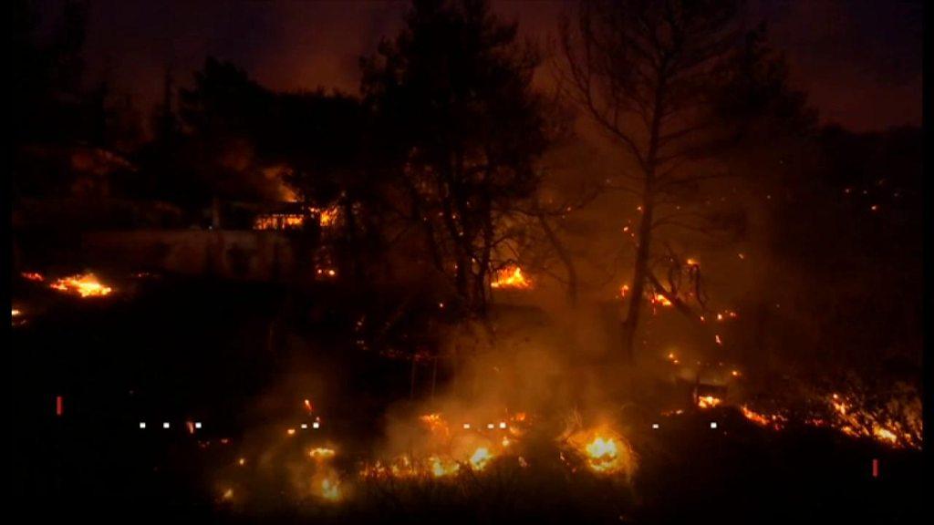 「火炎放射器のよう」 ギリシャ森林火災、74人が死亡  - BBCニュース