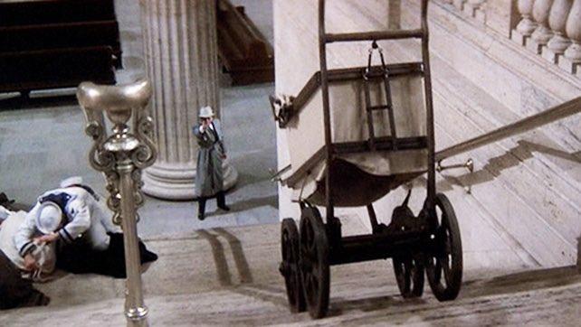 駅でベビーカーを畳まずにエスカレーターや階段を利用することについて