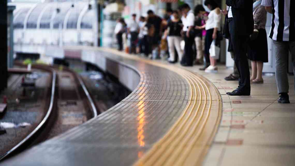 少子化担当相が子連れ専用車両を鉄道事業者に要請
