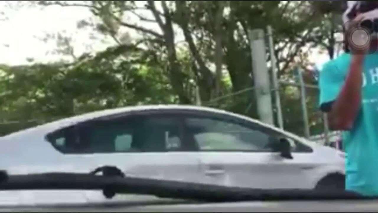 沖縄、辺野古での移設反対派による違法私的検問に基地職員が我慢の限界を超える - YouTube