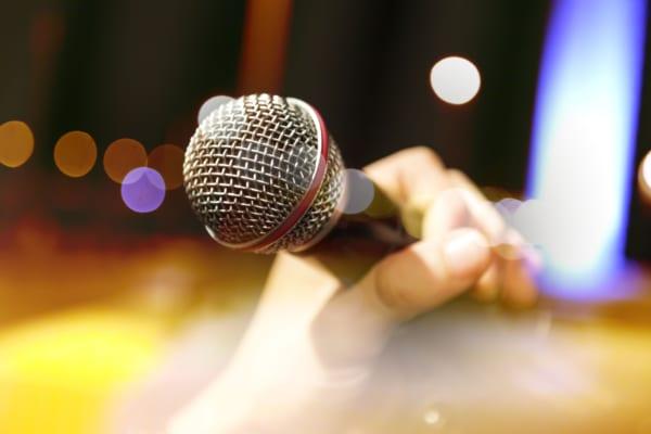 カラオケで「自分が歌っているときにされて」悲しかった行動3選