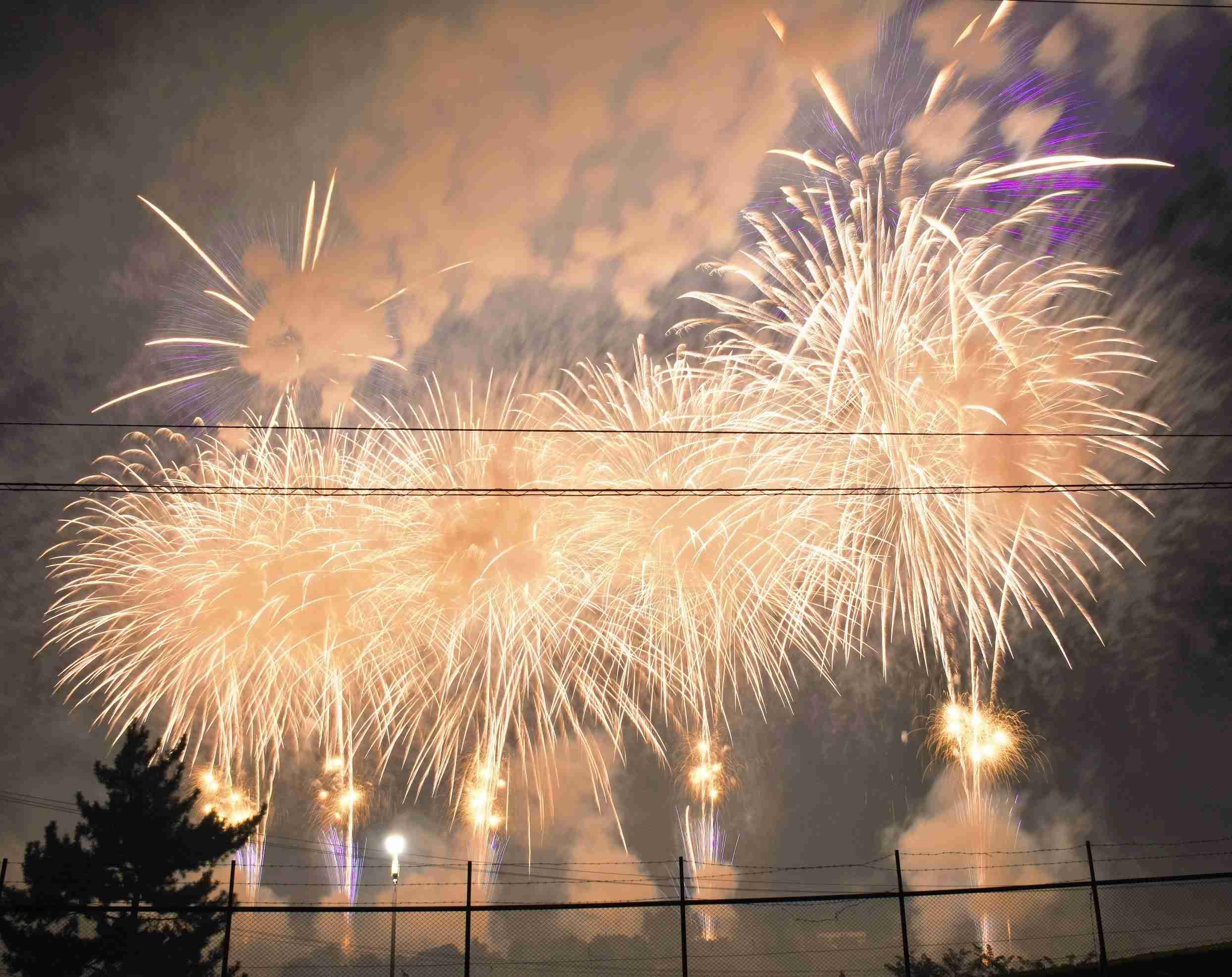 PL花火芸術2016  フィナーレ 【銀世界】  最前列より全景  高音質    The Art of PL Fireworks Osaka  Japan - YouTube