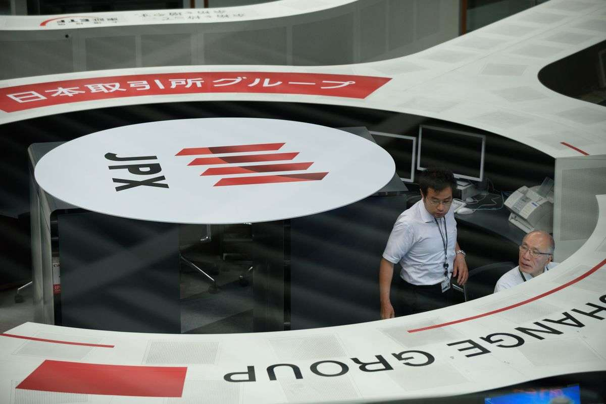 中国、世界2位の株式市場の座から陥落-時価総額で日本を下回る - Bloomberg
