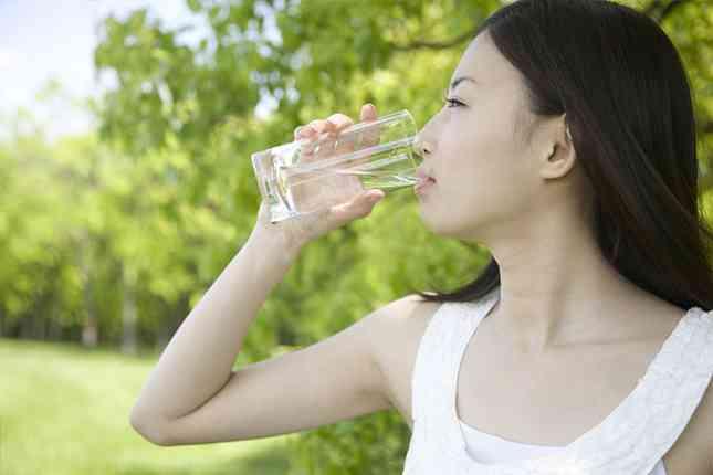 水分不足が起こす「脱水症」の症状はどんなもの?対策するには。 | POWER PRODUCTION MAGAZINE(パワープロダクションマガジン)