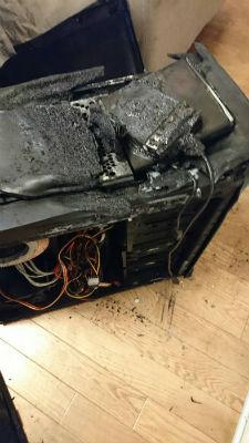 寝ている間にあわや大惨事…燃えたパソコンの姿に肝が冷える