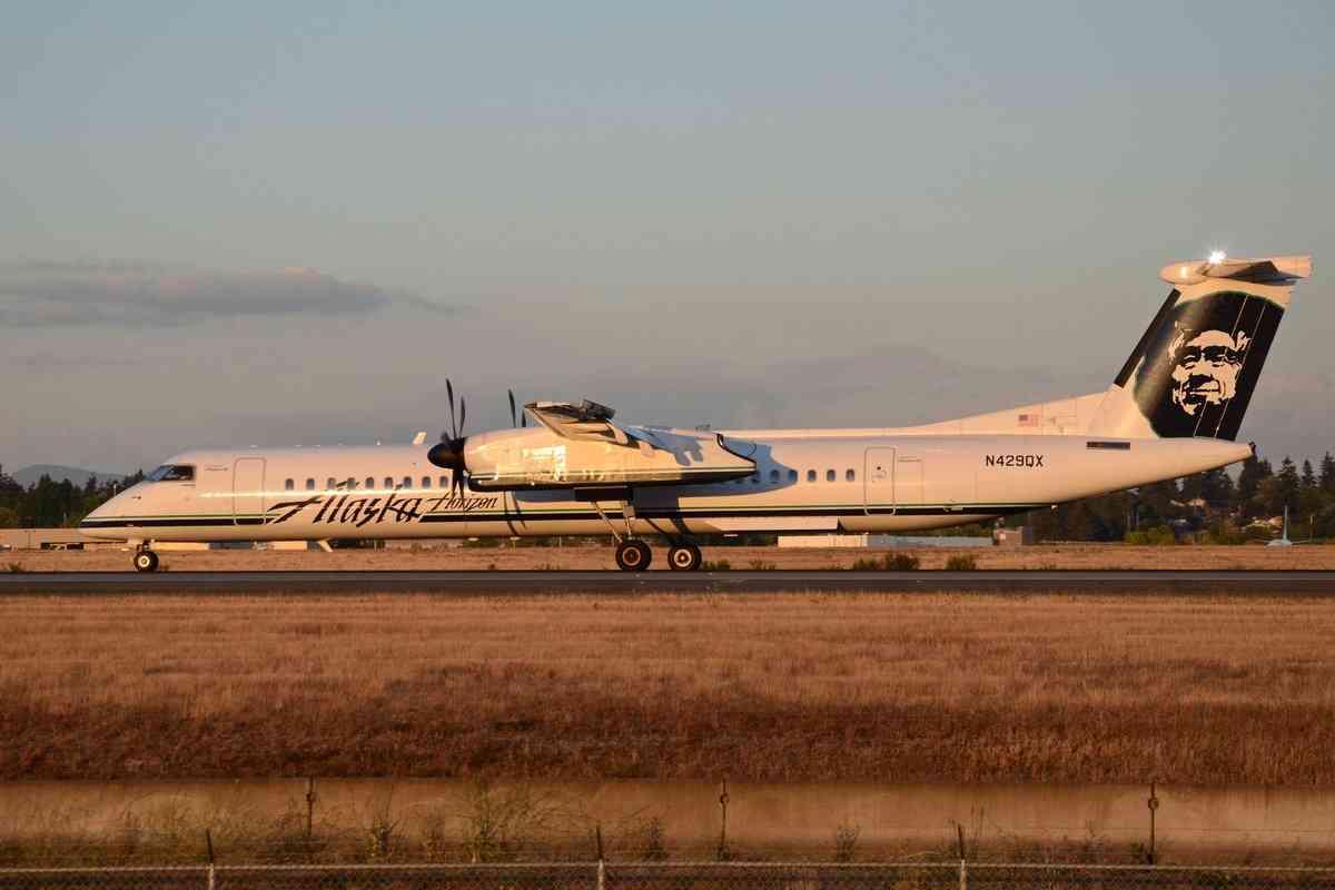 空港から従業員が旅客機を盗む、離陸させ墜落…シアトル