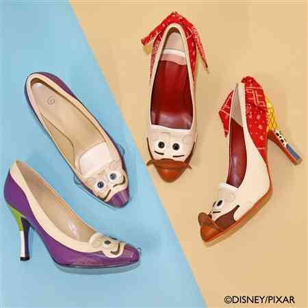 ウッディとバズがそのまま靴になったよ! 「トイ・ストーリー」キャラをあしらった靴シリーズが登場