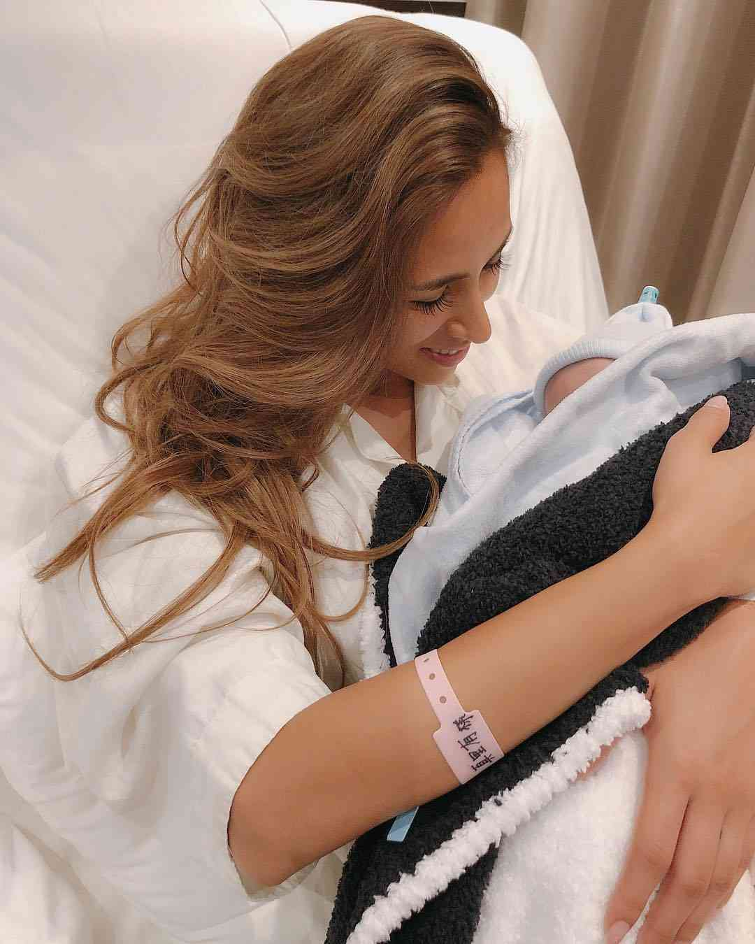 MALIA. 第4子出産を報告