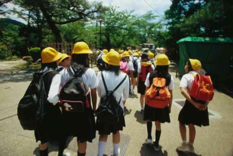 水筒もエアコンもプール授業の上着も禁止、外遊び強要…熱中症軽視する小学校の過酷な夏ルール | BUSINESS INSIDER JAPAN