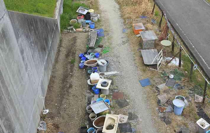 「皮肉が効いてる」「いや、言い過ぎだ」ゴミを捨てる人を皮肉った看板に賛否