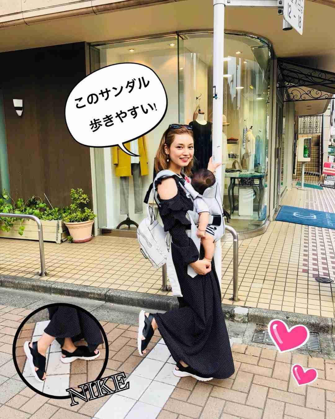 """平愛梨オフィシャル on Instagram: """"お散歩✨ 靴ズレしない! 足にフィットしたサンダル✨ 嬉しすぎてたくさん歩いちゃった‼︎…"""""""