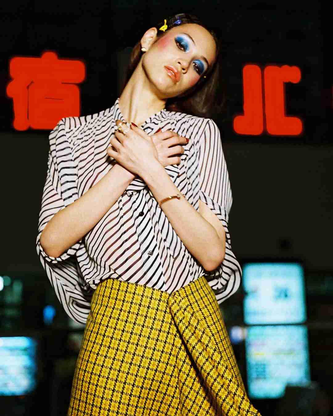 水原希子、レトロなファッションスタイルを披露「絵になる」「素敵」と話題に