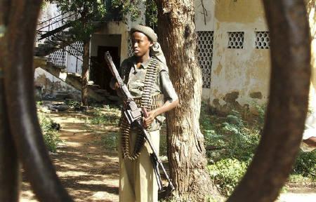 ソマリアのイスラム組織、ブラジャー着用女性をむち打ち | ロイター