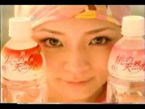 ローラ、「桃の天然水」のイメージキャラに就任