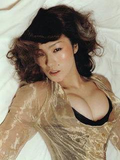 椎名林檎が生放送でエロすぎる谷間を披露して話題に「放送事故」「真木よう子みたい」
