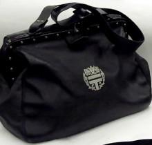 車掌さん、郵便屋さん、牛乳屋さん……業務用バッグをもとにデザインされた楽しい12のバッグ
