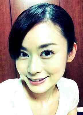 """小島瑠璃子が""""男子風""""すっぴん自撮り。「美少年顔」と絶賛。"""